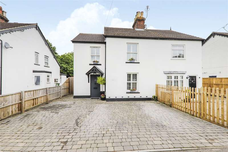 4 Bedrooms Semi Detached House for sale in Gorse Place, Chavey Down Road, Winkfield Row, Bracknell, RG42