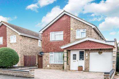 4 Bedrooms Detached House for sale in Goodrich Avenue, Bedford, Bedfordshire