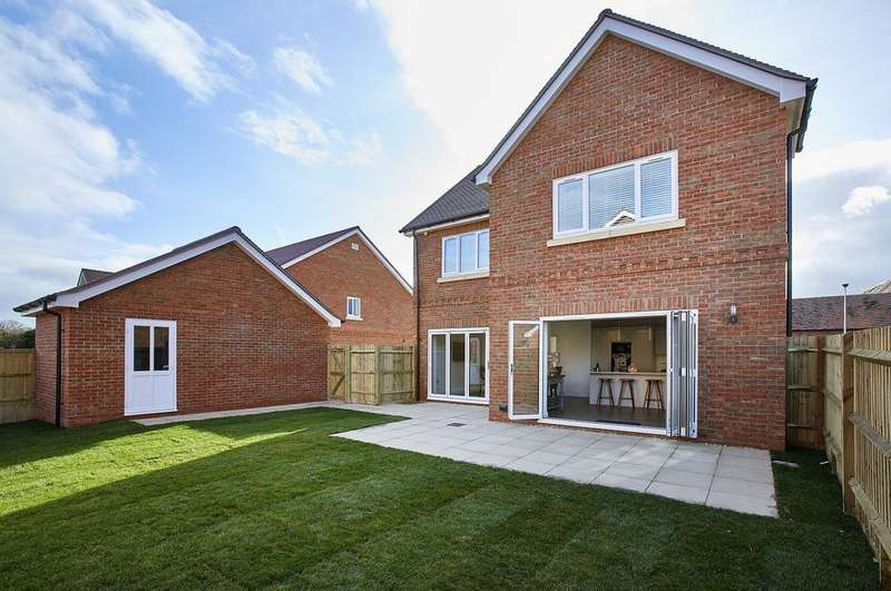 5 Bedrooms Detached House for sale in Sulham Hill, Tilehurst, Reading, RG31