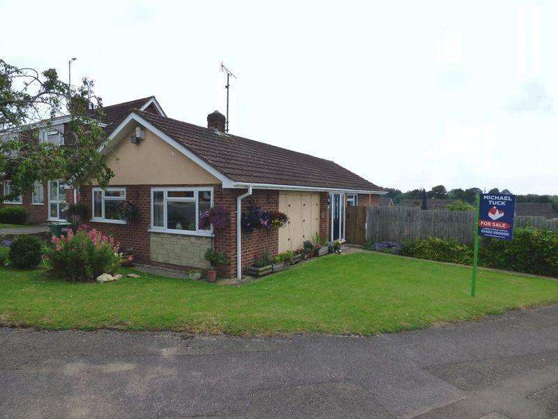 4 Bedrooms Detached Bungalow for sale in Avebury Close, Gloucester