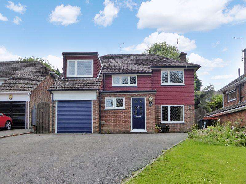 4 Bedrooms Detached House for sale in Hillyfields, Dunstable