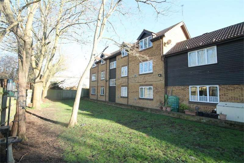 1 Bedroom Flat for sale in Albany Park, Colnbrook, SL3