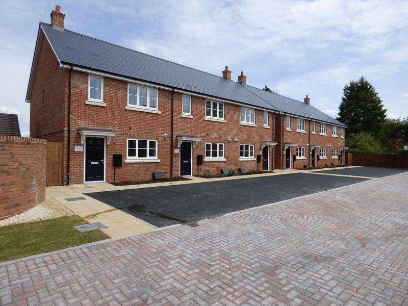 3 Bedrooms Terraced House for sale in Earls Park, Tuffley Crescent, GL1 5NE