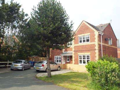 5 Bedrooms Detached House for sale in Marlowe Close, Widnes, Cheshire, WA8