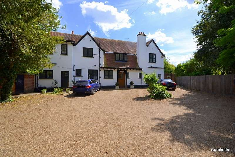 5 Bedrooms Detached House for sale in Condor Road, Laleham, TW18