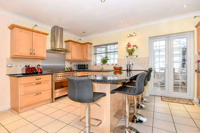 4 Bedrooms House for sale in Slough, Berkshire, SL1