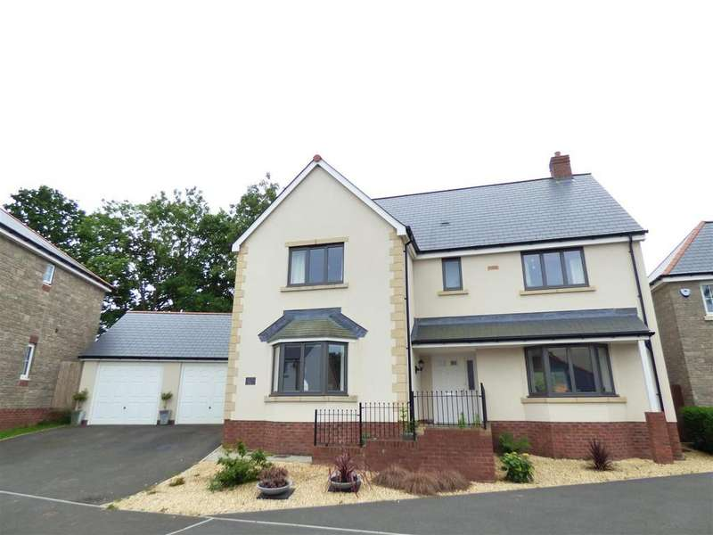 5 Bedrooms Detached House for sale in Edmond Locard Court, Chepstow