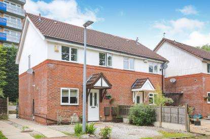 2 Bedrooms Semi Detached House for sale in Tatton Road, Handforth, Cheshire, .