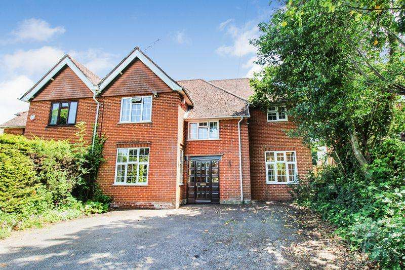 4 Bedrooms Semi Detached House for sale in Pyle Hill, Newbury