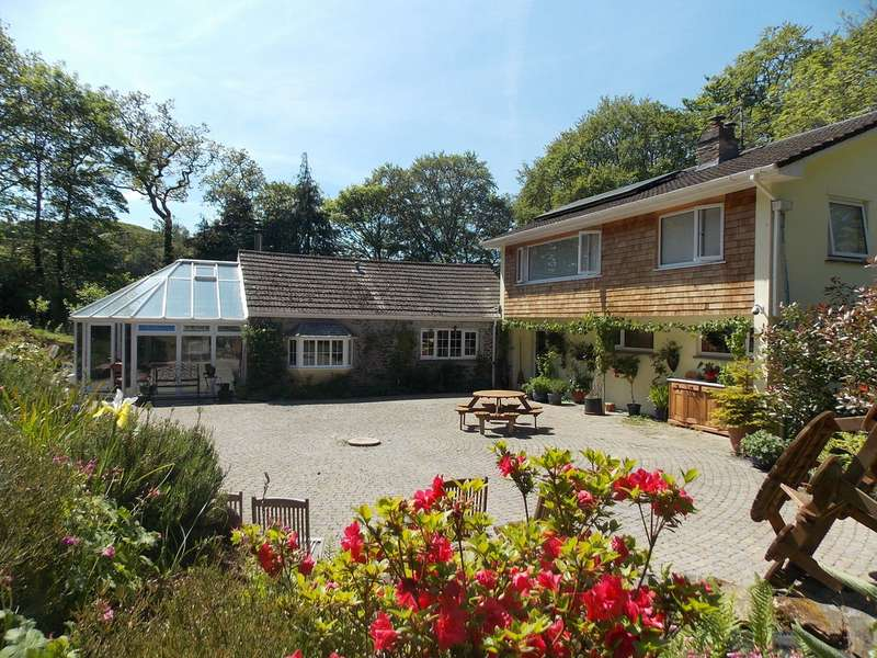 4 Bedrooms Property for sale in Green Dragon House Cosawes Wood Perranarworthal Truro TR3 7QR