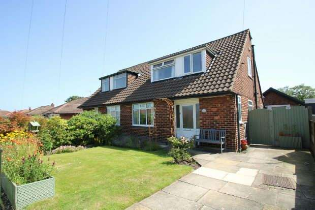 3 Bedrooms Semi Detached Bungalow for sale in Thorneycroft Road, Timperley