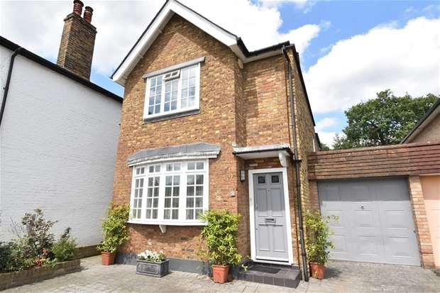3 Bedrooms Detached House for sale in Portsmouth Road, Thames Ditton