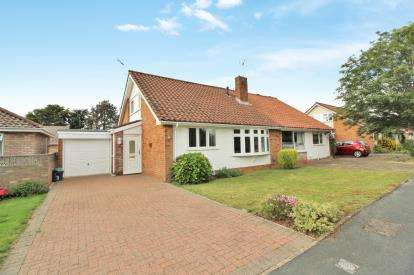 3 Bedrooms Semi Detached House for sale in Howard Road, Thornbury