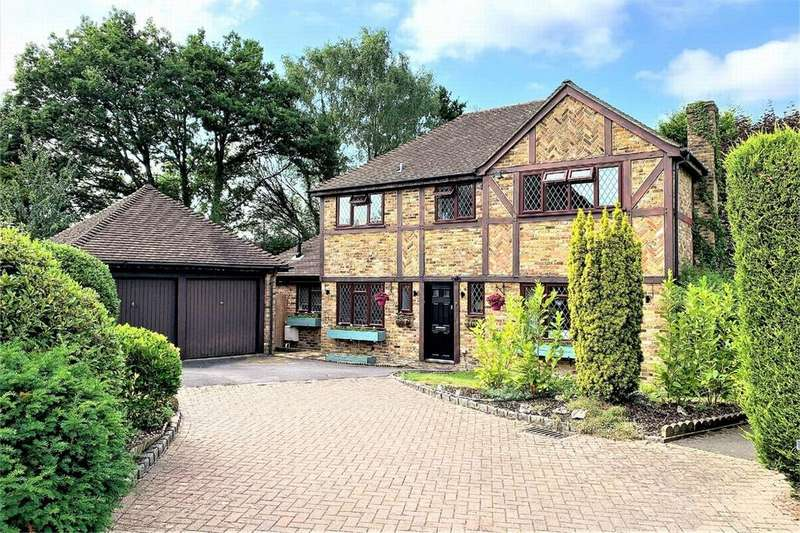 4 Bedrooms Detached House for sale in Houlton Court, BAGSHOT, Surrey