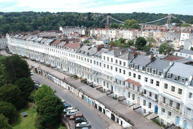 2 Bedrooms Apartment Flat for sale in Royal York Crescent, Clifton Village, BS8 4JY