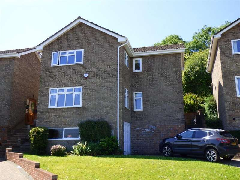 4 Bedrooms Detached House for sale in Huntfield Road, Chepstow