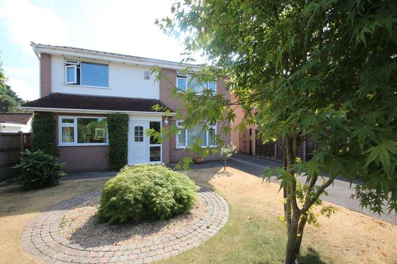4 Bedrooms Detached House for sale in Braeside Road, St. Leonards, Ringwood, Hampshire, BH24