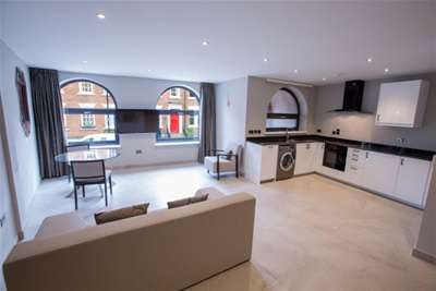 2 Bedrooms Flat for rent in Trafalgar House, Park Place, Leeds City Centre