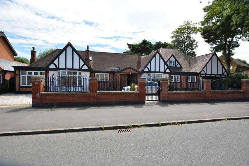 6 Bedrooms Detached Bungalow for sale in Parkstone Avenue, Emerson Park, Hornchurch, Essex RM11