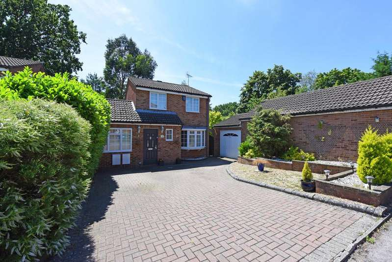 4 Bedrooms Detached House for sale in Mulberry Close , Owlsmoor