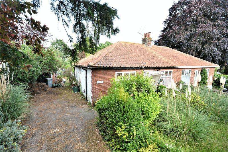 3 Bedrooms Semi Detached Bungalow for sale in thunder lane ,