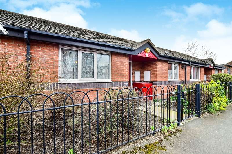 1 Bedroom Bungalow for sale in Headingley Road, Ladybarn/ Fallowfield, Manchester, M14