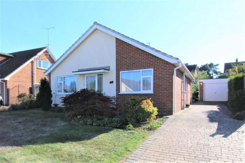 3 Bedrooms Bungalow for sale in Windmill Avenue, Wokingham, Berkshire