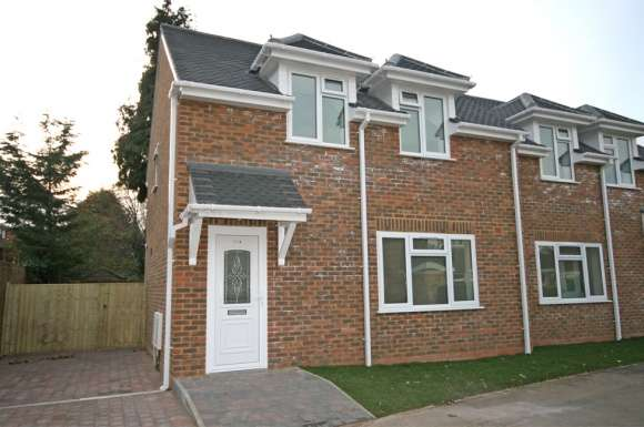 2 Bedrooms Detached House for rent in Florence Avenue, Maidenhead