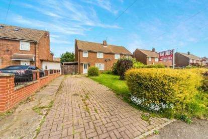 3 Bedrooms Semi Detached House for sale in Stirling Road, Shortstown, Bedford, Bedfordshire