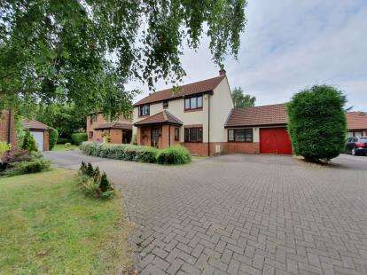 4 Bedrooms Detached House for sale in Grange Close, Bradley Stoke, Bristol, Gloucestershire