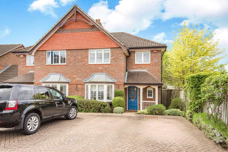 3 Bedrooms Semi Detached House for sale in Hearnes Close, Seer Green, Beaconsfield, HP9