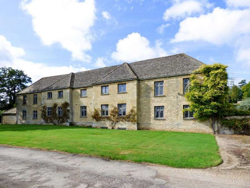 3 Bedrooms Flat for rent in Church Hill, Tackley, Oxfordshire