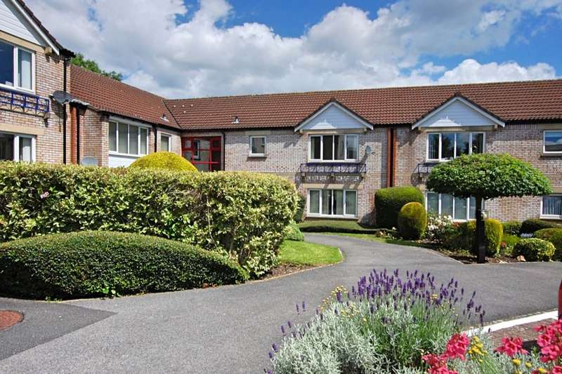 2 Bedrooms Flat for sale in Fairacres Close, Keynsham, Bristol, BS31