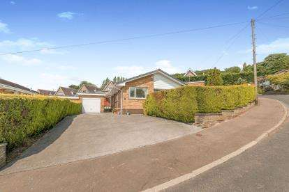 2 Bedrooms Bungalow for sale in Trenance Gardens, Greetland, Halifax, West Yorkshire