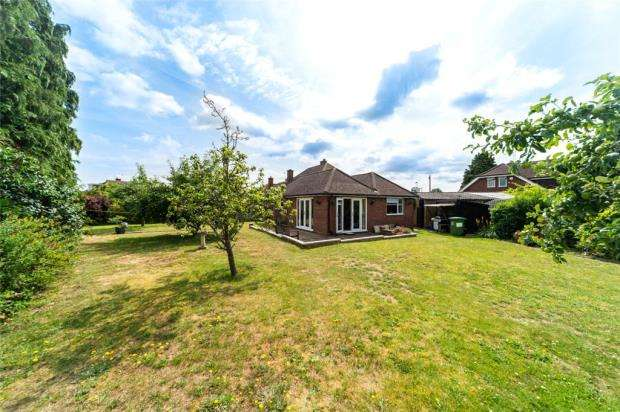 3 Bedrooms Semi Detached Bungalow for sale in Kenwood Close, Maidenhead, Berkshire