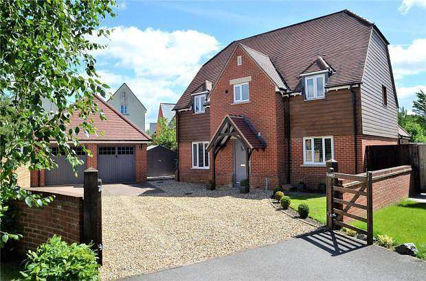 5 Bedrooms Detached House for sale in Fallows Road, Aldermaston, Reading, RG7