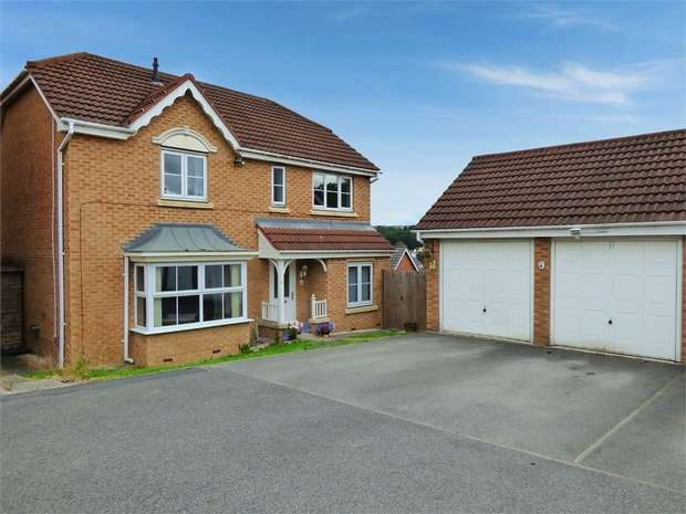 4 Bedrooms Detached House for sale in Pyenot Gardens, Cleckheaton, West Yorkshire