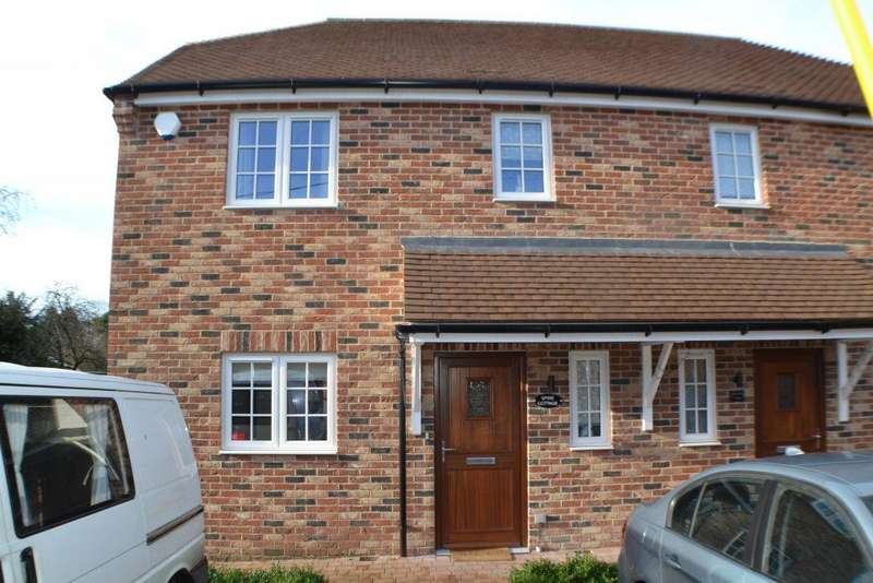 3 Bedrooms Semi Detached House for sale in Church Lane Thatcham