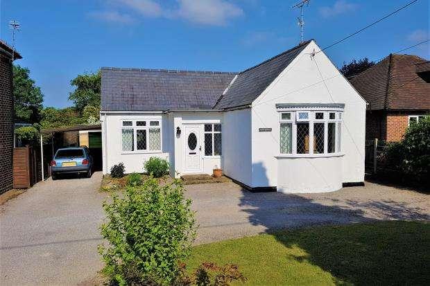 3 Bedrooms Bungalow for sale in Ash Green, Aldershot, Hants