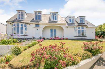 6 Bedrooms Detached House for sale in Porth, Newquay, Cornwall