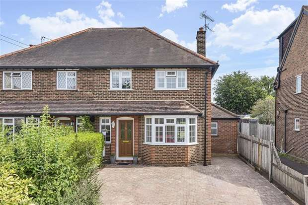 3 Bedrooms Semi Detached House for sale in Kings Road, Long Ditton, Surbiton