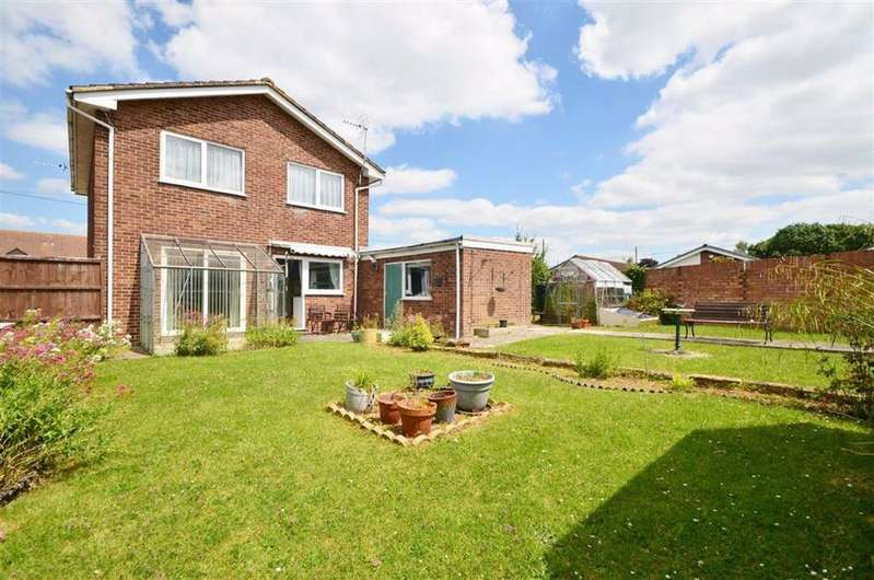3 Bedrooms Detached House for sale in Parton Road, Churchdown