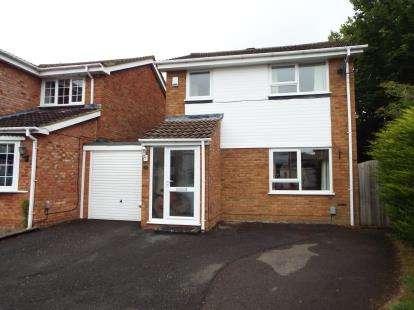 3 Bedrooms Link Detached House for sale in Aidans Close, Dunstable, Bedfordshire