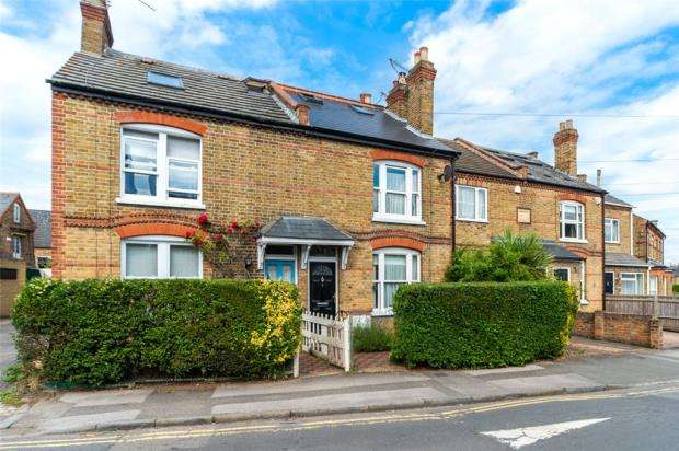 3 Bedrooms Terraced House for sale in Bolton Road, Windsor, Berkshire