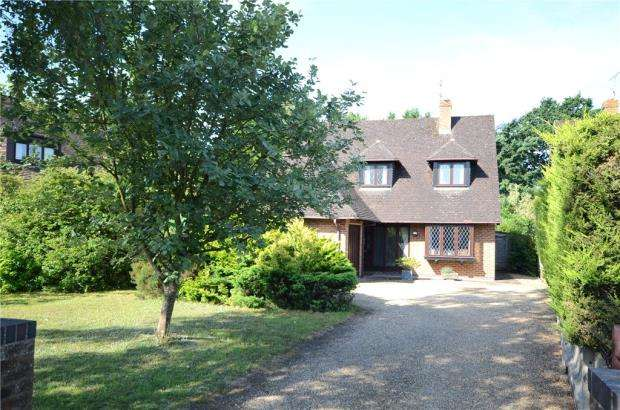 4 Bedrooms Detached House for sale in Nash Grove Lane, Finchampstead, Wokingham