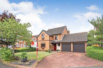 4 Bedrooms Detached House for sale in Claydon Gardens, Rixton, Warrington, Cheshire