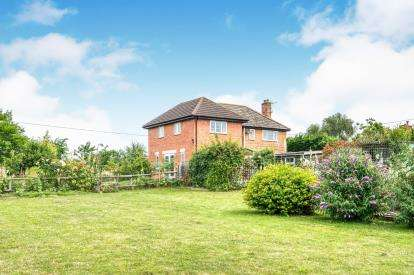 4 Bedrooms Detached House for sale in Sixteen Acres Lane, Bickmarsh, Alcester, Warwickshire