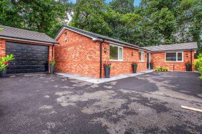 3 Bedrooms Bungalow for sale in Mulberry Avenue, Penwortham, Preston, Lancashire, PR1