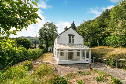 2 Bedrooms Detached House for sale in Pentrefelin, Llangollen, Denbighshire, LL20