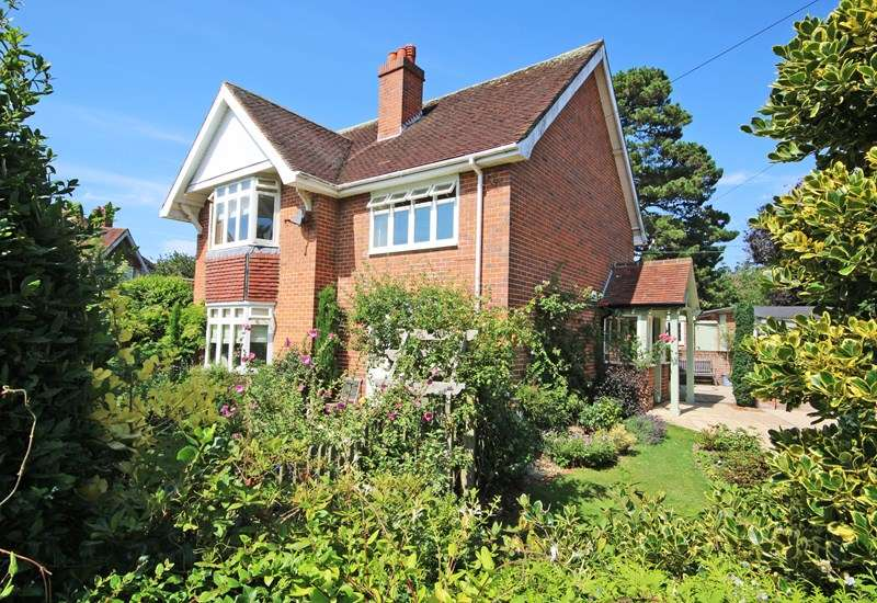 5 Bedrooms Detached House for sale in Dilly Lane, Barton On Sea, New Milton